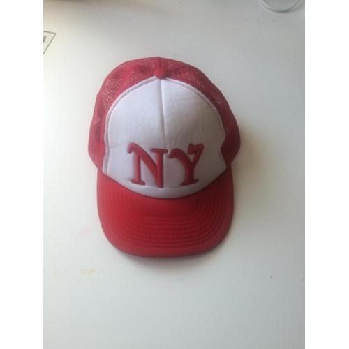 Rode trucker cap pet van de America Today met NY