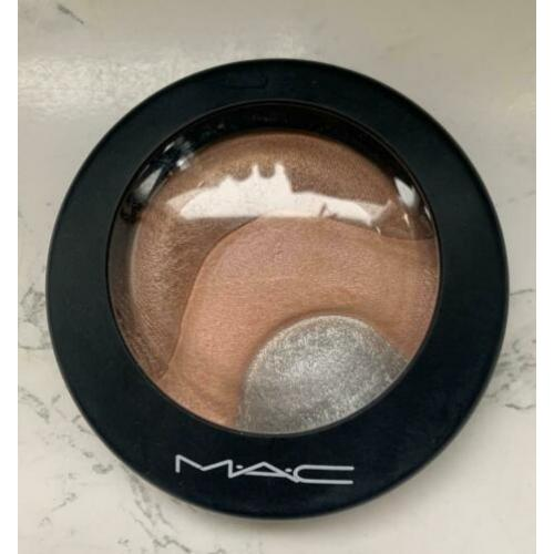 MAC Cosmetics - Otherearthly Highlighter LE