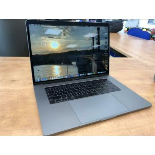 "MacBook Pro 15"" 16gb ram 512gb geheugen 2,9GHz i7"